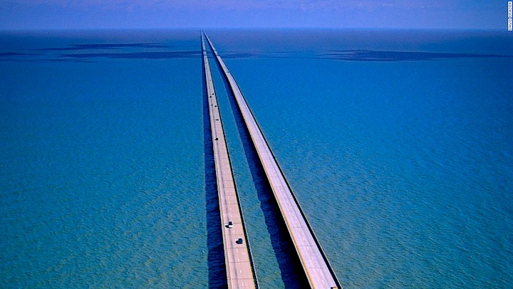 New Orleans, Louisiana, USA --- Lake Pontchartrain Causeway --- Image by ?? David Frazier/Corbis