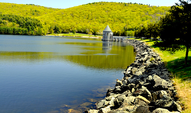 Barkhamsted Reservoir, Credit flicker