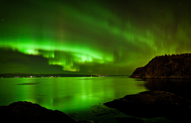 Northern lights, Credit flicker