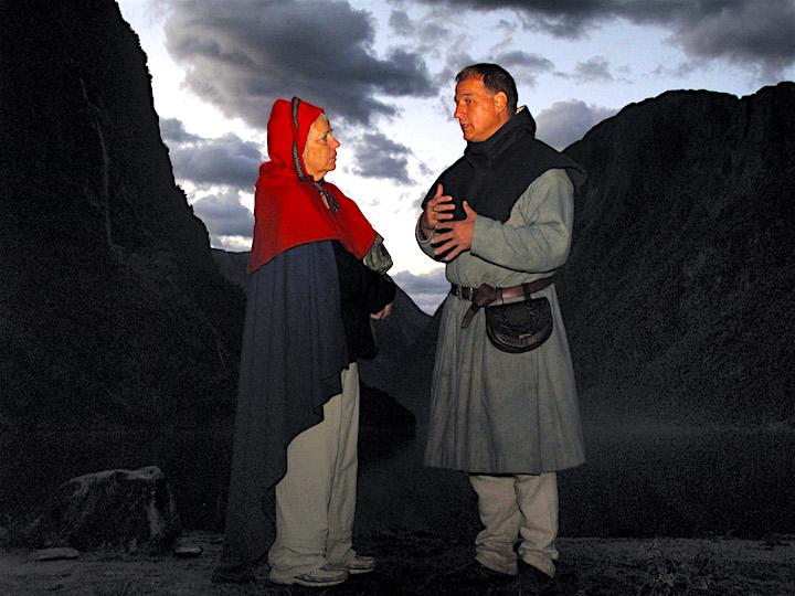 Gudvangen vikingleir vikinger LArs Magnar Enoksen kurs i galder og runer intervjues av New York Times