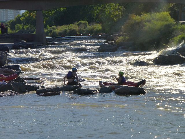Kayakers_in_Confluence_Park-2