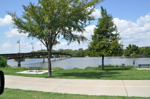 White Rock Lake Park,credit tripadvisor.com