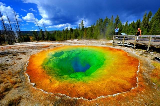 Yellowstone glory pool, Credit-secondglobe.com
