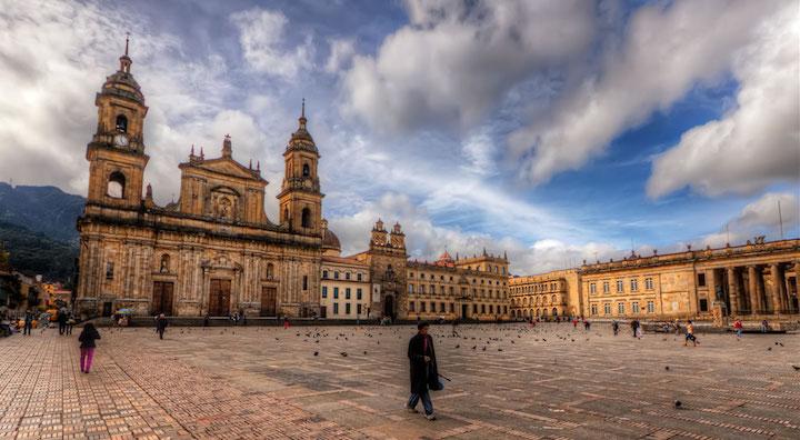 Plaza de Bolivar, Credit-emaze.com