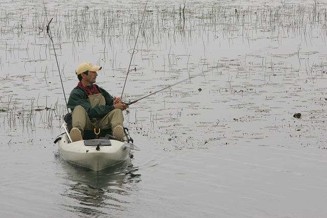 fisherman-850453_640