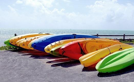 kayaks-1703716_640