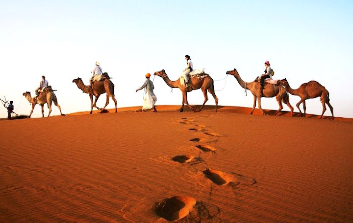 m_camels-and-tourists-in-Thar-desert-by-Barabeke