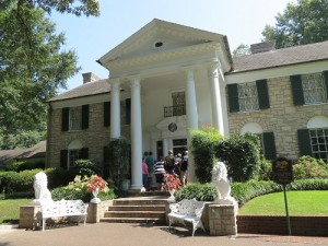The entrance to Elvis Presley's elegant mansion, Graceland